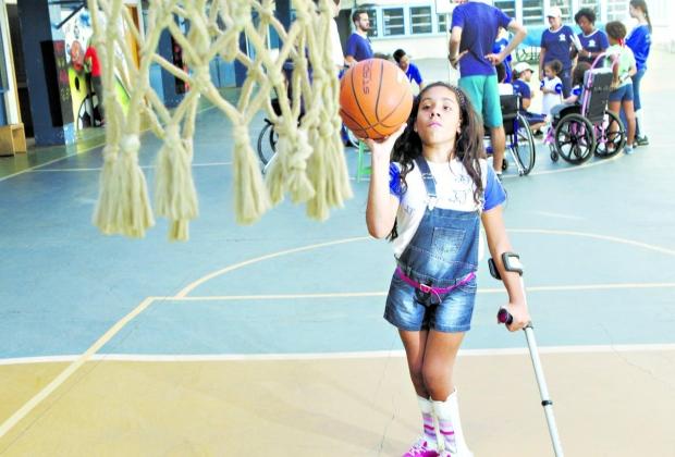 Fazer O Bem. Cibelly Gomes Não Sabe O Que é Imposto De Renda, Mas Sabe Que Não Conseguiria Praticar Esportes Sem A Ajuda Da Associação Mineira De Reabilitação (AMR), Que Depende De Doações Como As Destinações Do IR