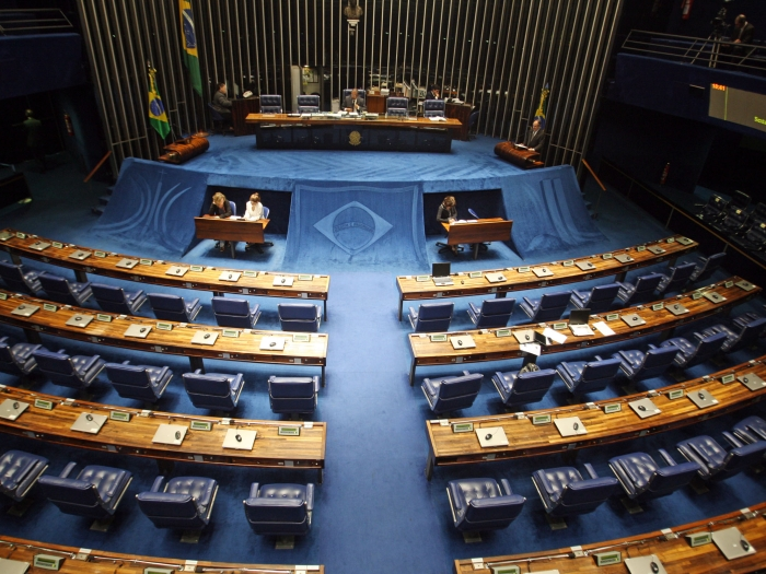 ADSENADO949  BSB -  03/06/2011   - SENADO / PLENARIO -  NACIONAL - Senador Cristovam Buarque PDT DF Fala Na Tribuna Em Sessão Vazia No Plenario  Do Senado, Em Brasília. FOTO: ANDRE DUSEK/AE